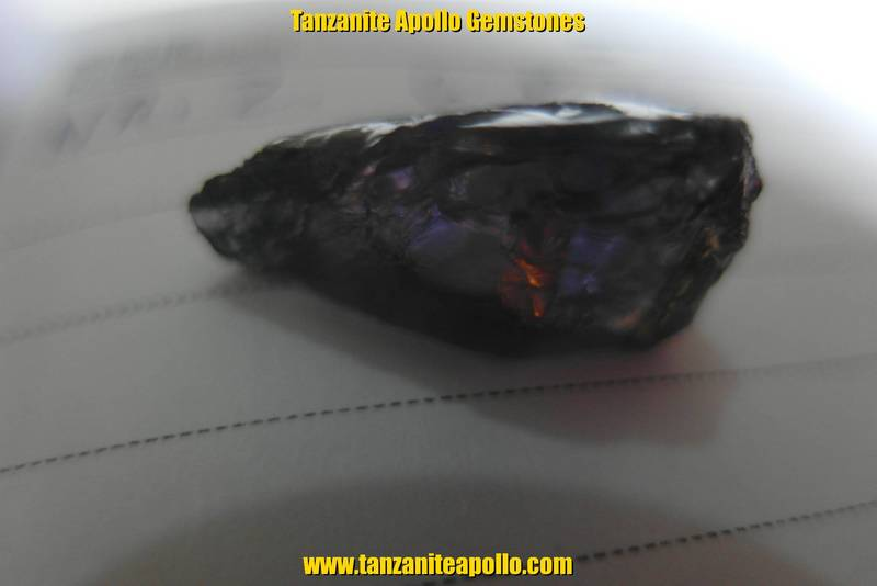 Burgundy color of Tanzanite