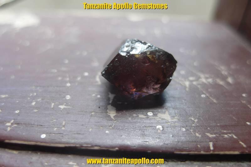 Burgundy color of Tanzanite