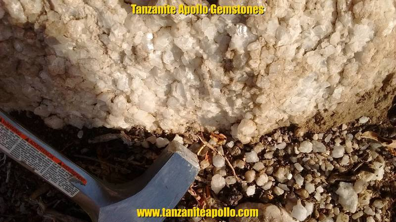 Dolomite and dolomitic marble
