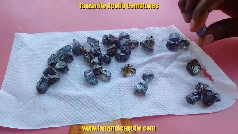 High quality rough Tanzanite gemstones