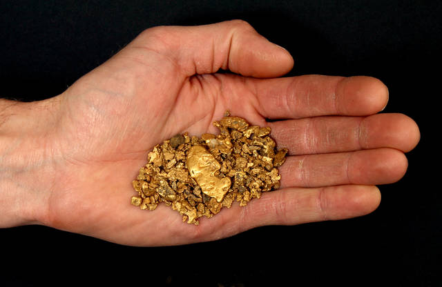 Gold nuggets in the hand